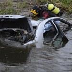 Warszawa: Samochód wpadł do jeziora