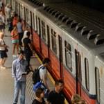 Warszawa: Tragedia w metrze. 19-latek wpadł pod pociąg