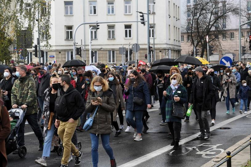 Warszawa: Uczestnicy protestu przeciwko zaostrzeniu prawa aborcyjnego /Piotr Nowak /PAP
