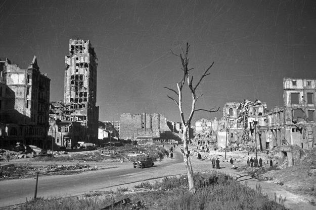 Warszawa w 1945 roku. Fot. Centrum Edukacji Obywatelskiej /