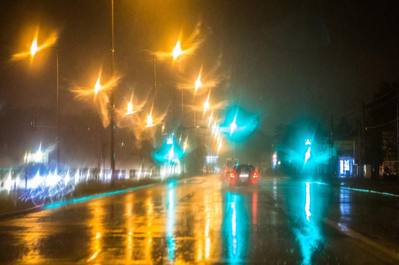 Warszawa w deszczu; zdj. ilustracyjne /Adam Burakowski/REPORTER /Reporter