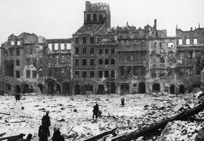 Warszawa w październiku 1944 roku, po zakończeniu walk /Laski Diffusion /East News