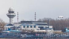 Warszawa: Z samolotu na Okęciu ewakuowano ponad 100 osób. To był fałszywy alarm