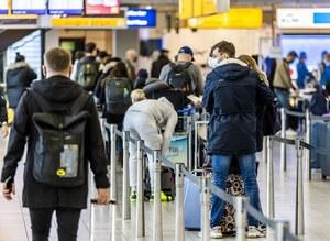 Warszawa: Zainfekowani koronawirusem chcieli lecieć samolotem. Grozi im więzienie
