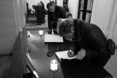 Warszawiacy oddają hołd ofiarom katastrofy pod Smoleńskiem