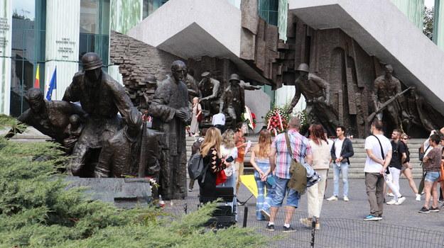Warszawiacy oddają hołd Powstańcom w 76. rocznicę wybuchu bohaterskiego zrywu /Jakub Rutka /RMF FM