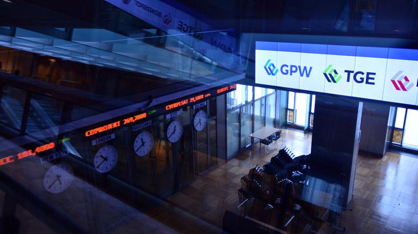 Warszawska giełda kusi inwestorów indywidualnych /123RF/PICSEL