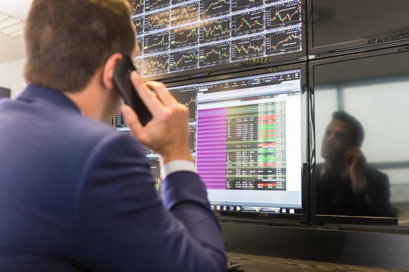 Warszawskie indeksy zanotowały spadki mimo pozytywnych nastrojów na rynkach zagranicznych. /123RF/PICSEL
