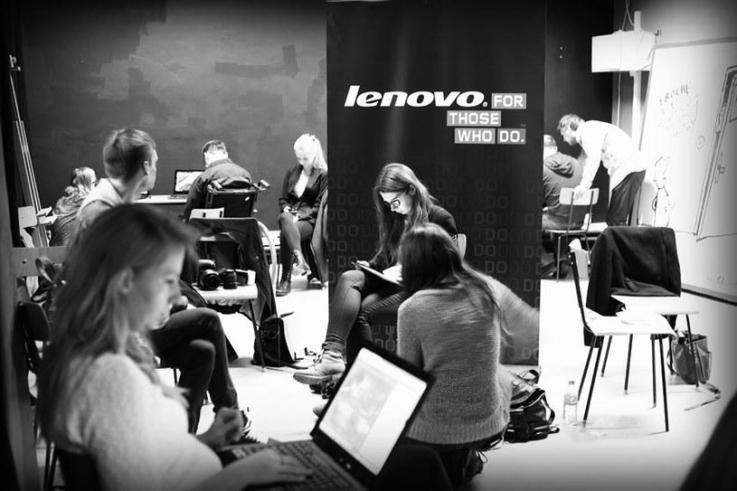 """Warsztaty fotograficzne dla finalistów konkursu """"Zrób to po swojemu. Zrób to z Lenovo!"""". /materiały prasowe"""