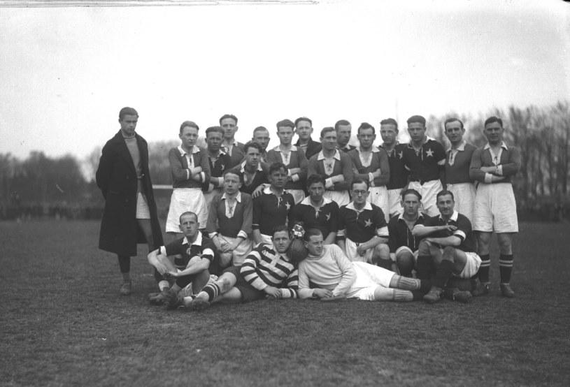 Warta Poznań i Wisła Kraków na wspólnym zdjęciu w 1928 roku /NAC /INTERIA.PL