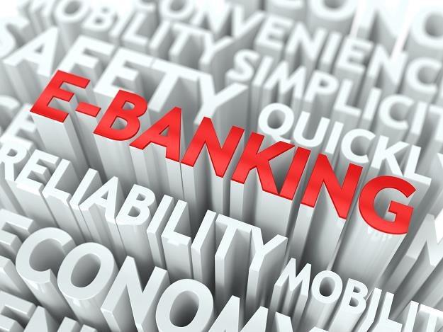 Warto cyklicznie zmieniać hasło do logowania w systemie bankowości elektronicznej /©123RF/PICSEL