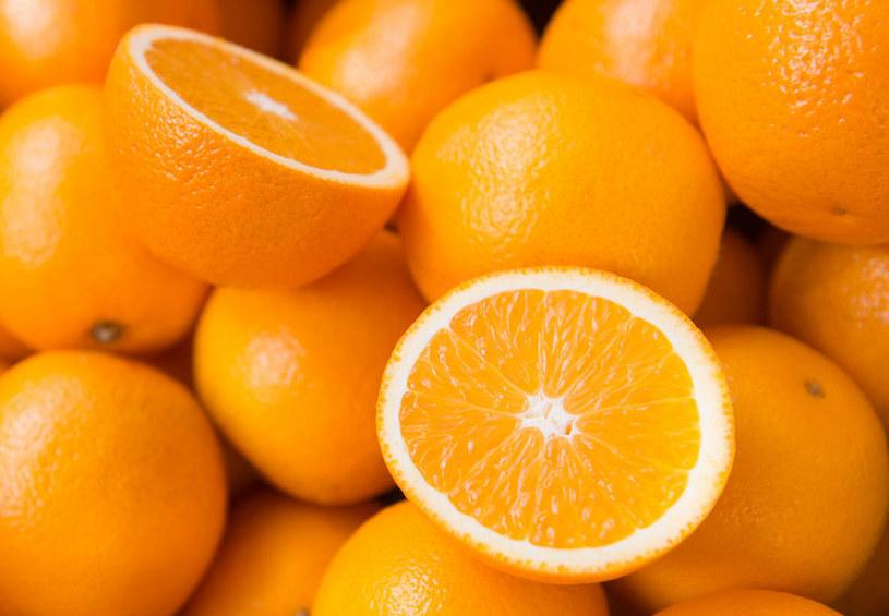 Warto jeść pomarańcze przy anemii /123RF/PICSEL