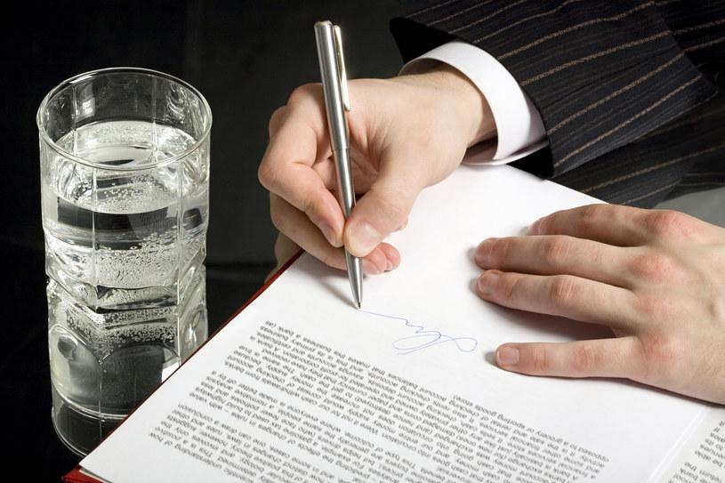 Warto korzystać z porad ekspertów przy tworzeniu testamentu /© Glowimages