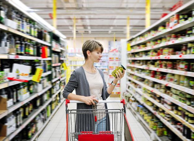Warto nauczyć się czytać etykiety na żywności /123RF/PICSEL
