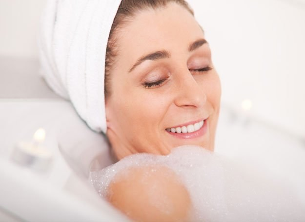 Warto pamiętać, że kąpiel można zamienić na upiększający ciało seans /© Panthermedia