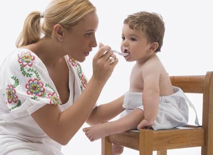 Warto popracować nad przyzwyczajeniem malca do zdrowego odżywiania /© Panthermedia