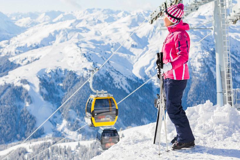 Warto skorzystać z promocji alpejskich ośrodków narciarskich /123RF/PICSEL