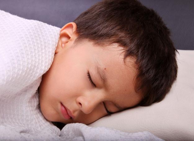 Warto sprawdzić, dlaczego dziecko źle sypia. /123RF/PICSEL