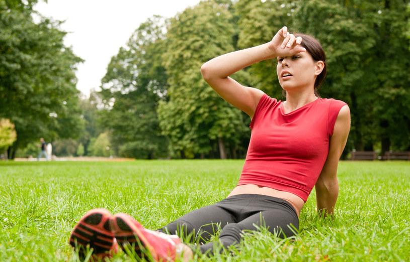 Warto uzupełnić dietę o orzechy laskowe, płatki owsiane, banany i groch /123RF/PICSEL