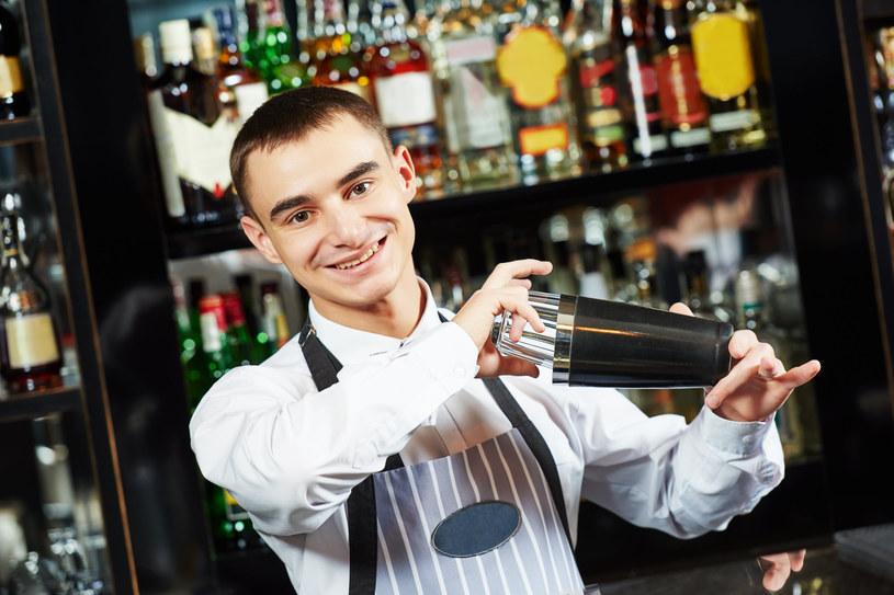 Warto wiedzieć, jak prawidłowo wymówić nazwę dania zamawianego w restauracji /123RF/PICSEL