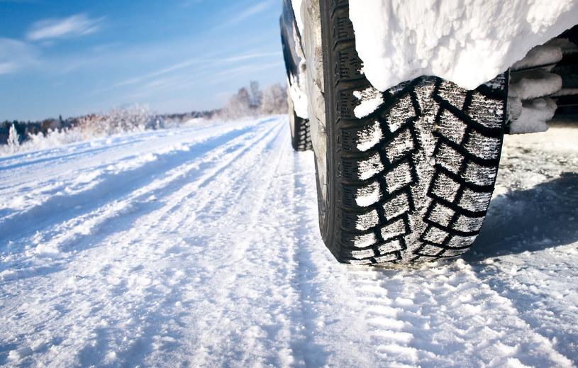 Warto wiedzieć, w którym kraju za brak opon zimowych grozi ponad 21 tys. zł mandatu /123RF/PICSEL