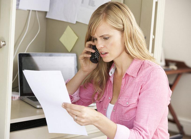 Warto wiedzieć, że umowa zawarta prze telefon nie ma jeszcze mocy prawnej /123RF/PICSEL
