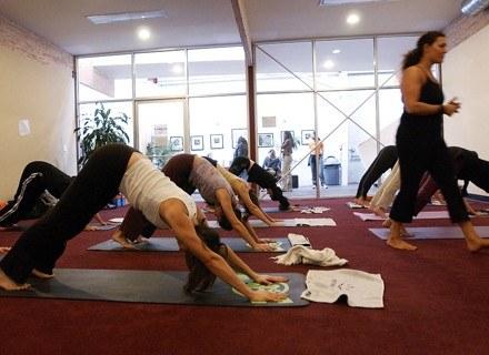 Warto wybrać dobrą szkołę jogi /Getty Images/Flash Press Media