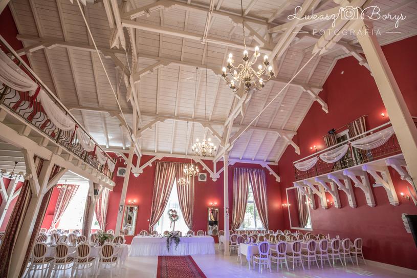 Warto wybrać obiekt z imponującą salą weselną, o wysokim sklepieniu i stylowym wykończeniu /materiały prasowe
