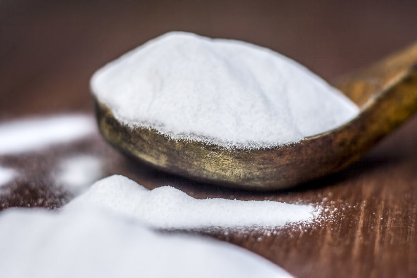 Warto wykorzystać właściwości sody oczyszczonej w zwalczaniu aft /123RF/PICSEL