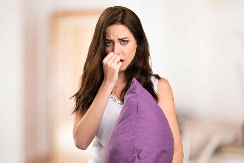Warto zasięgnąć porady specjalisty, jeśli uczucie braku powietrza nasila się zczasem (trwa przez wiele dni, tygodni czy miesięcy). /123RF/PICSEL