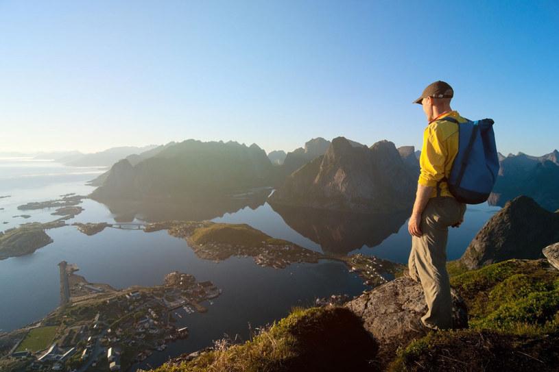 Warto zdobyć się na mały wysiłek, żeby móc podziwiać archipelag z lotu ptaka /123RF/PICSEL