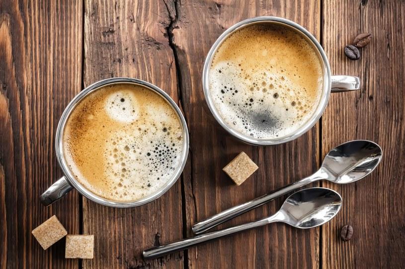 Warto zrobić eksperyment i na dwa tygodnie odstawić słodzenie kawy i herbaty /123RF/PICSEL