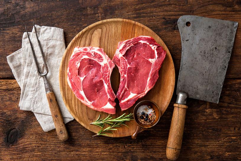 Warto zwracać uwagę na kolor kupowanego mięsa /123RF/PICSEL