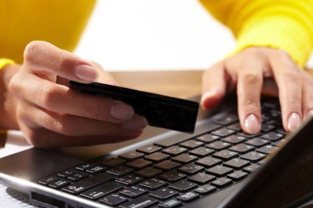 Wartość nielegalnych transakcji w internecie jest 4-krotnie wyższa od transakcji legalnych. /123RF/PICSEL