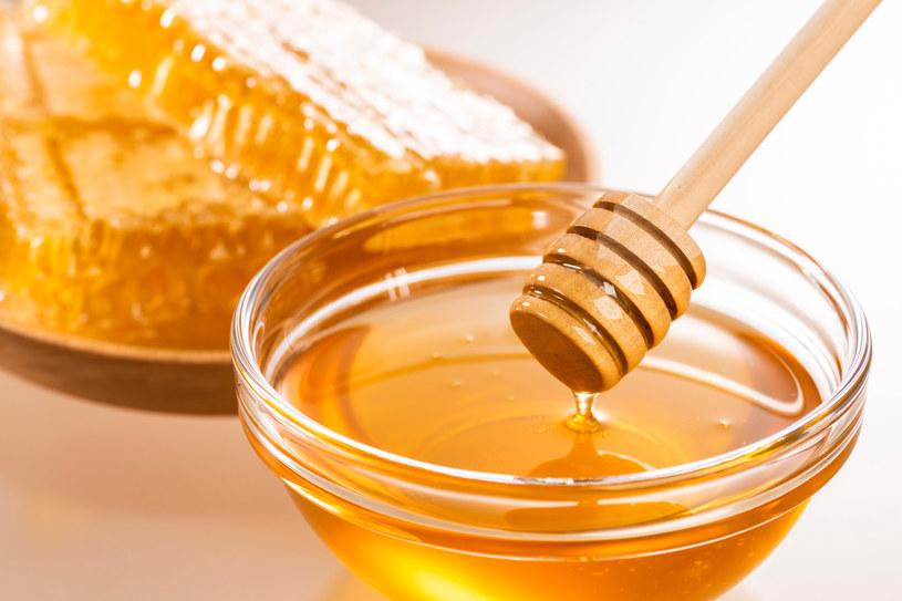Wartości odżywcze prawdziwego miody znane są od stuleci. Ten złoty przysmak warto włączyć do swojej diety /123RF/PICSEL