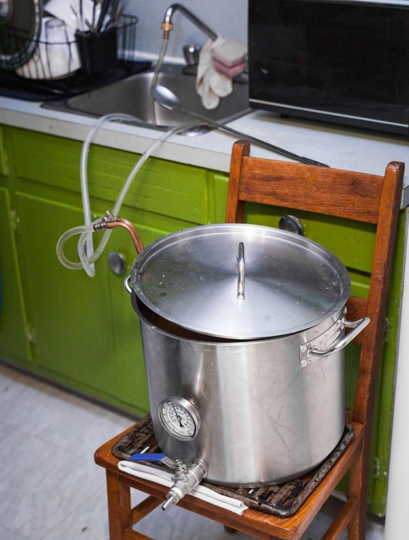 Warzenie piwa w domu to prawie zawsze spora oszczędność /123RF/PICSEL