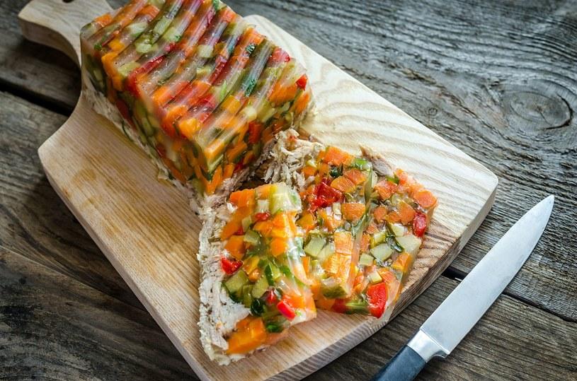Warzywa do galarety pokrój w krajalnicy do jajek /123RF/PICSEL