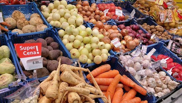 Warzywa i owoce w promocji kupujemy głównie w dyskontach /MondayNews