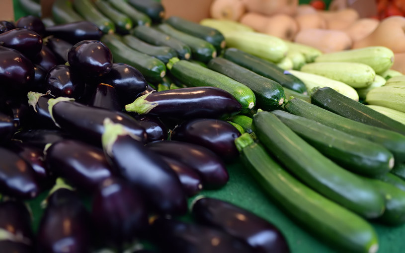 Warzywa i owoce występujące sezonowo i lokalnie są mądrym wyborem nie tylko na zdrowie, ale też na cenę /123RF/PICSEL