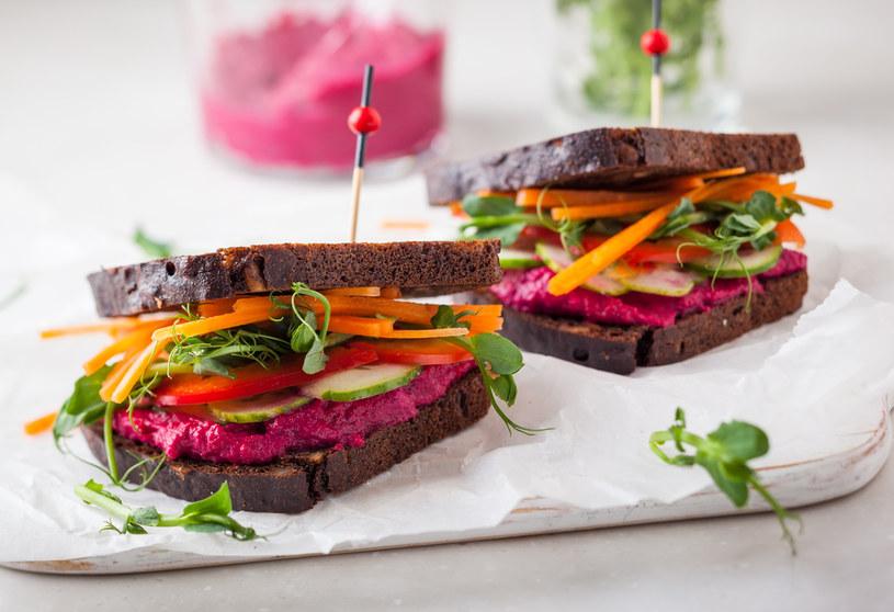 Warzywa korzeniowe, takie jak burak czy marchewka zawierają witaminę C i kwas foliowy, żelazo oraz wszystkie witaminy, które wpływają na odporność /123RF/PICSEL