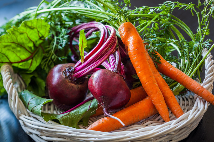 Warzywa kupuj u lokalnych, zaufanych sprzedawców lub w sklepach, gdzie jest podane sprawdzone źródło pochodzenia /123RF/PICSEL