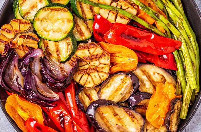 Warzywa można piec na wiele sposobów! /123RF/PICSEL