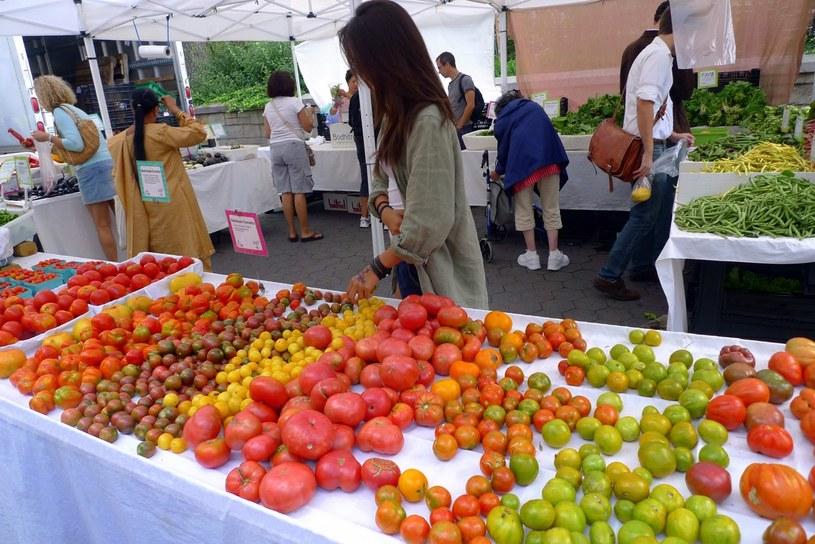warzywa na rynku /© Photogenica