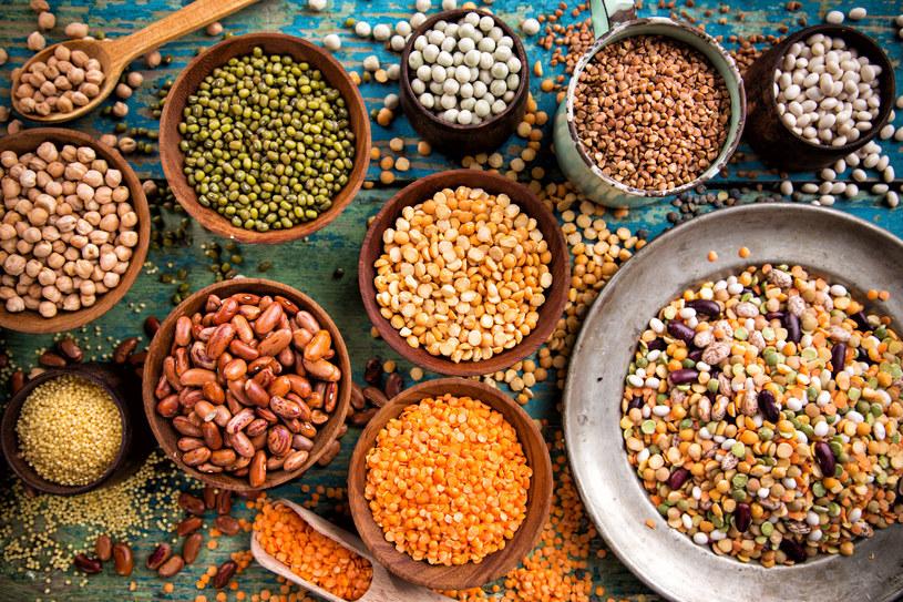 Warzywa strączkowe są doskonałe do przyrządzania zup i sałatek /123RF/PICSEL