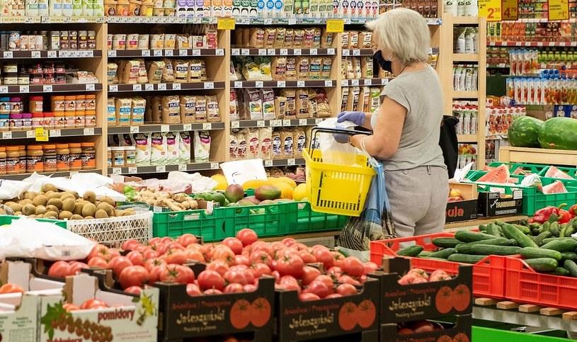 Warzywa w sklepach potaniały o blisko 5 proc., a owoce o ponad 4 proc. Według ekspertów, ma być jeszcze taniej /MondayNews
