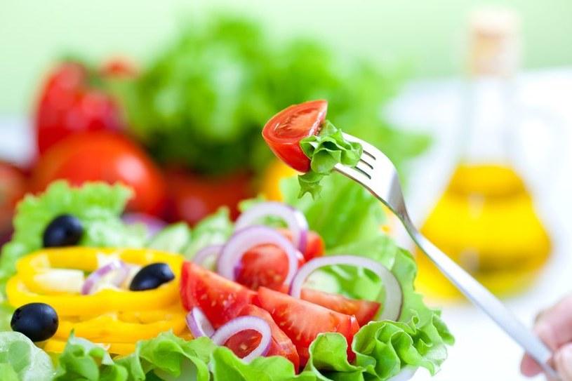 Warzywa zawierają sporo błonnika /123RF/PICSEL