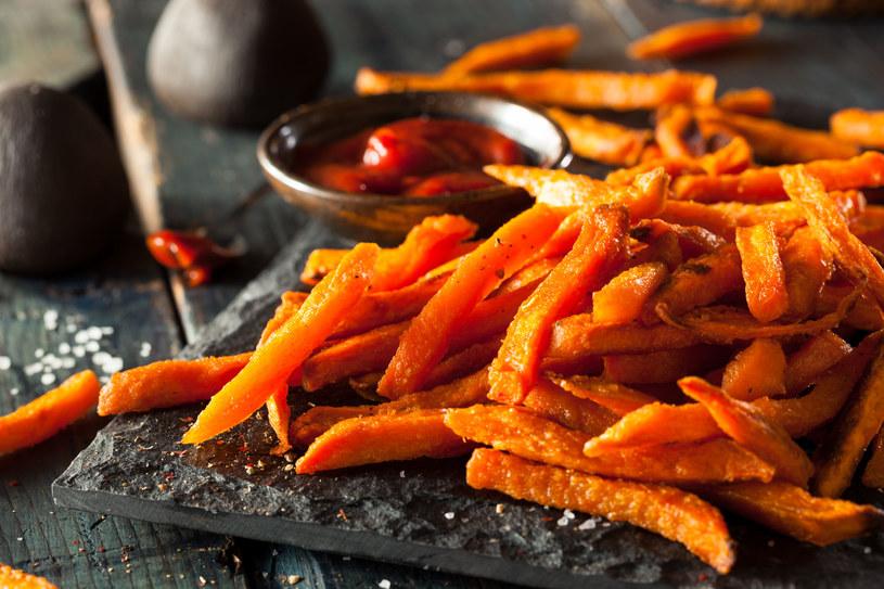 Warzywne chipsy z batatów /123RF/PICSEL