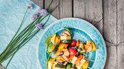 Warzywne szaszłyki z żółtym serem