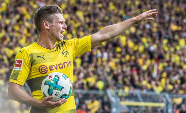 Wątpliwości co do pojawienia się wieczorem na murawie nie ma raczej w przypadku żelaznego obrońcy Borussii Dortmund Łukasza Piszczka /Guido Kirchner/Steinbrenner/DPA /PAP