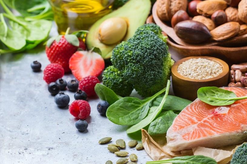 Wątrobę pomagają zregenerować:  brukselka, brokuły, marchewka, cytryna, grejpfrut, imbir i kurkuma /123RF/PICSEL